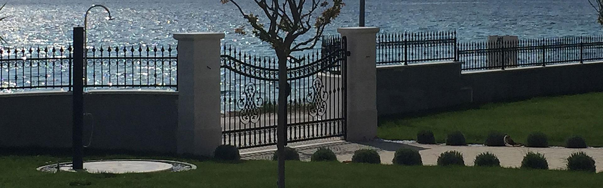 Kovano željezo ograda
